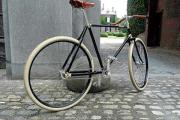 Fahrradfahren im Stil der 20er Jahre