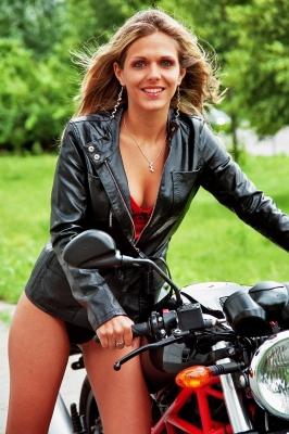 Motorrad Frau unterwegs